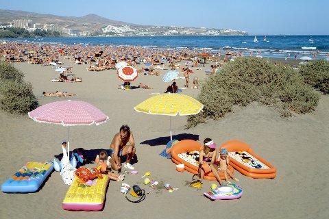 COMEBACK: Gran Canaria, her representert ved Playa del Ingles har gjort et kraftig byks på listen over de mest populære reisemålene. FOTO: Friedel Gierth / NTB scanpix / dpa