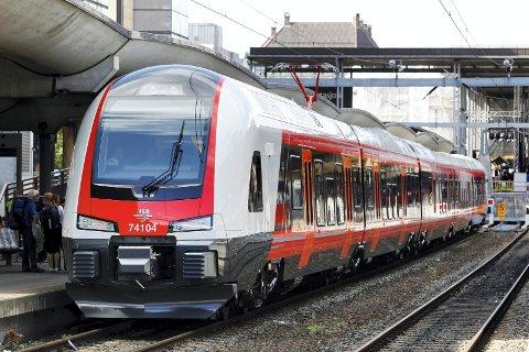Oslo  20110828. NSB presenterte sitt nye tog for publikum på Oslo Sentralstasjon søndag. Foto: Erlend Aas / Scanpix