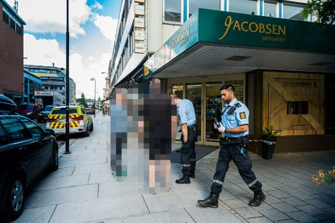 RAN: Urmaker Jakobsen i sentrum av Lillestrøm har blitt ranet. Politiet etterlyser nå to personer for ranet.