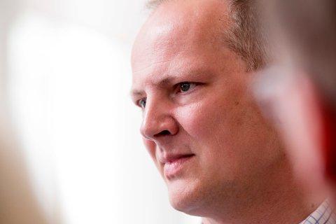 Samferdselsminister Ketil Solvik-Olsen (Frp) sier han tror bompengesatsene vil bli oppfattet som usosialt og problematisk for mange grupper i samfunnet som ikke automatisk får bedre tilgang til kollektivtransport selv om takstene går opp. Foto: Håkon Mosvold Larsen (NTB scanpix)