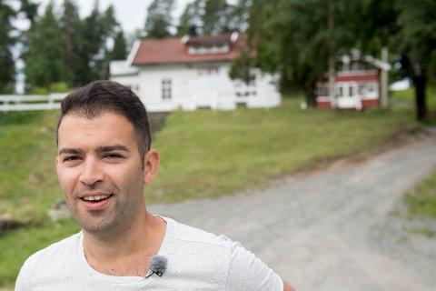 AUF-leder Mani Hussaini er til stede på Utøya under en pressevisning av Hegnhuset tirsdag formiddag. Foto: Jon Olav Nesvold / NTB scanpix