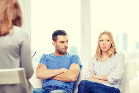 SLUTT: Mange par kommer for sent i parterapi, og greier ikke å løse opp i problemene sine. Men hvilke årsaker ligger bak? Foto: Colourbox