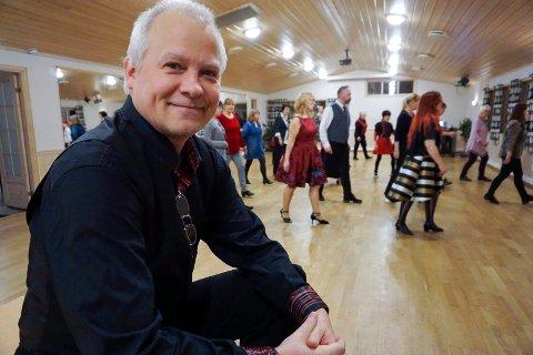 – Linedance passer for alle, mener Cato Larsen.