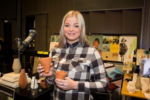 """Mulig ny industri: Anna Maria Øfstedal Eng mener blåleire har masse uutnyttet potensial. Her på innovasjonskonferansen """"Hjernekraft fra Kjeller."""
