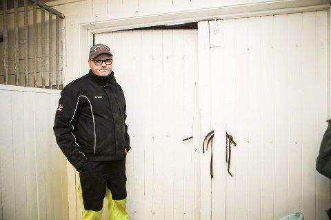 BREKKJERN: I stallen fant politiet et brkkjern de mener er brukt til å bryte opp døra.