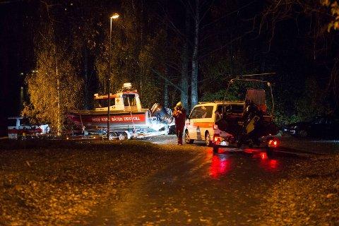 STORE STYRKER: På det meste var et 70-tall mennesker i aksjon for å finne den savnede 79-åringen i løpet av natta. Foto: Remi Presttun