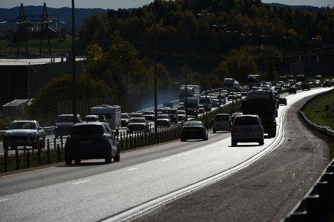 BOM STILLE: Slik så det ut på E6 nordover ved Hvam rett før klokka 15. FOTO: VIDAR SANDNES
