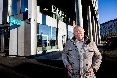 DNB i nye lokaler: Men bankkunde Roger Steinor fikk ikke veksle inn mynt slik han har pleid.