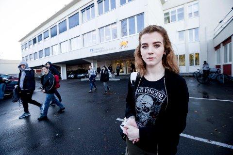 Positiv: Vida Athea Kokvik ønsker en forsøksordning velkommen til Strømmen videregående skole. To av tre som har svart på RB spørsmål er enige med henne.