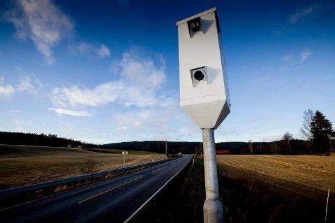 BEDRE TRAFIKKSIKKERHET: Etter at fotoboksene ble satt opp på Kompveien har gjennomsnittsfarten blitt redusert med over ti kilometer i timen.