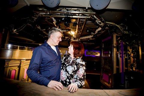 Utestedet Project i underetasjen på Fagerborg hotell i Lillestrøm var det selvskrevne utestedet for Tommy og Beate Musæus på 90-tallet. Beate danset gjerne til personalet blinket med lysene i de små timer. Romerikes Blad tok med paret tilbake til stedet hvor de møttes for 22 år siden.begge fOTO: TOM GUSTAVSEN