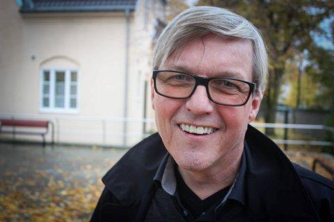 BEHOV: Forfatter Jan Ove Ekeberg fra Lillestrøm sier det er behov for en ny forfatterforening i Norge. Foto: Ola Einbu