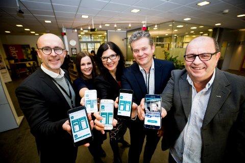 Nå går bankene sammen om Vipps. Fra v: Kenneth Andersson (DNB), Helene Skjønhaug (Aurskog Sparebank), Siri Berggreen (LillestrømBanken),  Arild Log Grønli (SpareBank 1) og Tom Storsveen (Strømmen Sparebank)