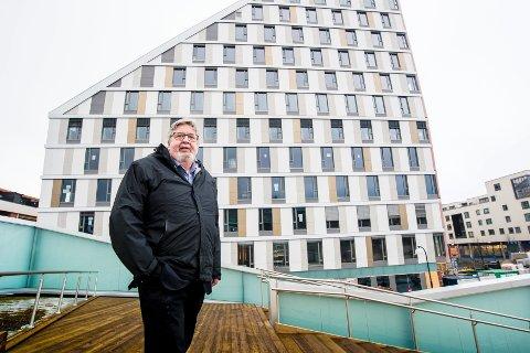 Ikke enig med arkitekten: Ordfører Ole Jacob Flæten (Ap) mener Portalen har blitt et bra bygg. Foto: Vidar Sandnes