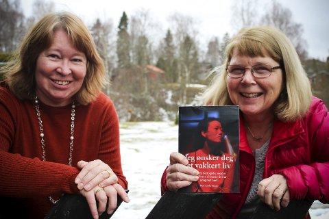 Om mødre som ga fra seg sine barn: Lajla Nystad (tv.) er en av bidragsyterne i boka «Jeg ønsker deg et vakkert liv», som er oversatt og redigert av Heidi Schmidt. I boka skriver Nystad brev til sine sønner om hvordan hun opplevde å bli adoptivmor. FOTO: ELISABETH JOHNSEN