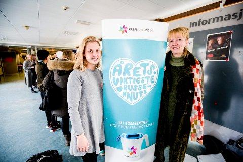 Russepresident på Jessheim, Susanne Kristine Kristiansen, sammen med Jofridur Jonsdottir, som lever et godt liv med uhelbredelig kreft.