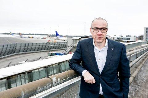 TRUSSEL: Ullensakerordfører Tom Staahle føler seg truet av Samferdselsdepartementet. (Foto: Tom Gustavsen)