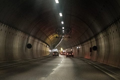 Mannen var på vei gjennom Rælingstunnelen på en stjålet sykkel da han ble stoppet av politiet.