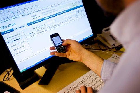 Selvangivelsen, som nå heter skattemeldingen, er klar 4. april. Endringer og innlevering kan enkelt gjøres med mobil og pc. Foto: Håkon Mosvold Larsen / SCANPIX