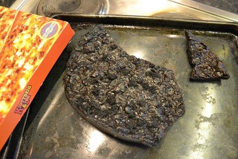 Bildet er tatt etter en uttrykning i fjor, der en mann i Lørenskog hadde sovnet fra pizzaen.