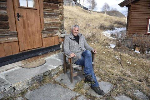 HAR IKKE FAST ADRESSE: Jarl Goli bor nå i «ei lita koie» på Fausko Skysstasjon, kun kort vei fra Hemsedal sentrum.