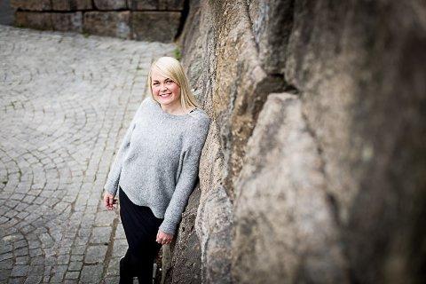 LIVSGLAD: – Det gjelder å holde seg i live. Forskningen innenfor kreftmedisin går stadig framover, konstaterer Anna Kristina Lejdelin som i 2013 fikk påvist føflekkreft med spredning. Behandlingen så langt har vist svært gode resultater.ALLE FOTO: Lisbeth Lund Andresen