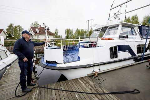 Natur: Kaptein Berntsen har seilt på Øyeren i 25 år og synes det er like vakkert hver gang.