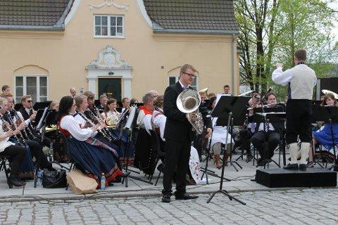 Hurra for 17. mai og Lillestrøm Musikkorps!