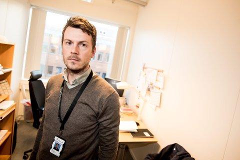 PÅTALEANSVARLIG: Politiadvokat Andreas Christiansen i Øst politidistrikt bekrefter ovenfor Romerikes Blad at gynekologen fra Romerike, som er siktet for seksuelle overgrep også er siktet for voldtekt. FOTO: Vidar Sandnes