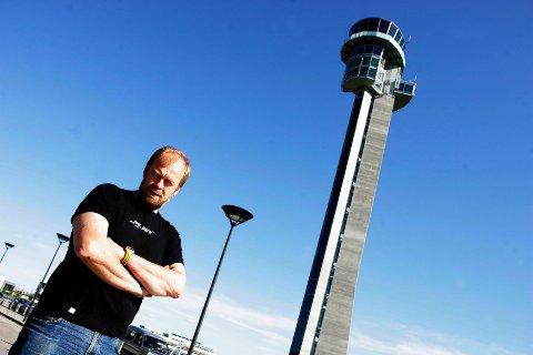 Ørn Terje Foss har sett flyplassen i helse- og støyperspektiv siden 1990-tallet. Nå nektes han å delta i stortingshøringen av Avinors eiermelding. FOTO: LISBETH ANDRESEN