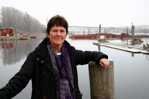 SVAK JUNI: Daglig leder Anna Kristine Jahr Røine forteller at Fetsund lenser tjente 100.000 mindre på sankthansaften i år enn i fjor.