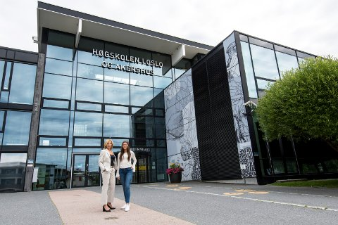 Fått plass: Siri Mikaela Jøssund er spent på studiestarten på HiOA. Her sammen med prorektor for utdanning, Nina Waaler.