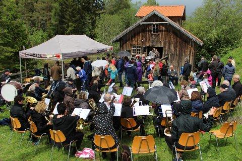 SLORA MØLLE: Slora Mølle er samlingssted for flere arrangementer gjennom året, og dugnadsgjengen ivrer for å formidle den gamle møllehistorien. Kulturminnefondet har støttet prosjektet i flere omganger, og i år er det plansikten som får et løft.