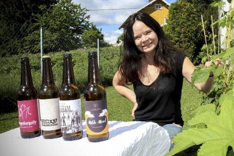 Dyrker humle selv: Monica Kirkeby, daglig leder i Fet Hjemmebryggeri, har både lokal og importert humle som hun bruker i den lokale ølproduksjonen. ALLE FOTO: ELISABETH JOHNSEN