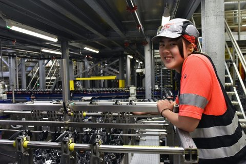 a076e98c Lærling Pui Shang Tai tror hun er sikret jobb som automatiker i framtiden.  Foto: