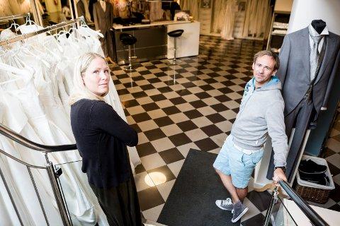 Espen Straumnes og Elise Rønningen skal gifte seg om to uker. Nå må de finne et nytt lokale.