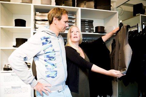 Nå kan Espen Straumsnes og Elise Rønningsen begynne å planlegge bryllupfesten.