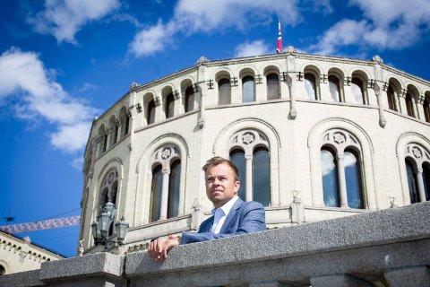 ANALYSERER UTFALLET: Valganalytiker Svein Tore Marthinsen fra Jessheim svarer på RBs spørsmål om hvorfor valget gikk som det gikk. Foto: Lisbeth Lund Andresen