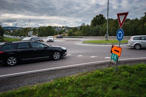 OMKJØRING: Trafikken fra E6 dirigeres fra Østfold via Enebakkneset og Fetsund til Lillestrøm. Bildet er fra Fetsund.