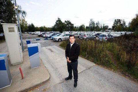 REAGERER: Gustav Holmedal er tillitsvalgt for vekterne på OSL, som reagerer på de dårlige parkeringsforhold for de ansatte på OSL. Alle foto: Tom Gustavsen
