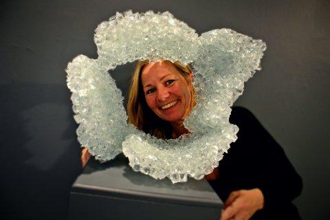 KLIMAKUNST: – Vi trenger å rette oppmerksomheten mot klima og miljø. Særlig når vi har gærninger som Trump og andre sterke stemmer som mener forskerne tar feil når de påstår at klimaendringene er menneskeskapt, sier Lene Tangen (45). Kunstneren er aktuell med utstillingen «Arctic Explorations» på Galleri Format i Oslo.