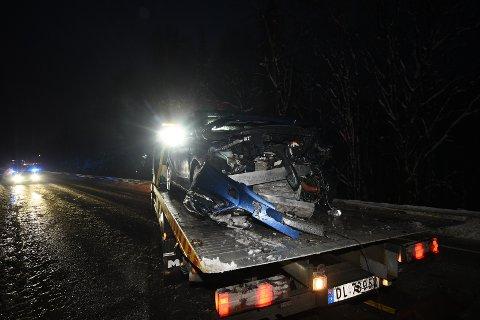 SKADER: Slik så en av bilene ut etter ulykken. FOTO: VIDAR SANDNES