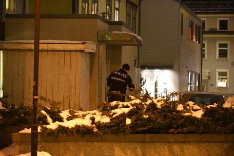 CASA MIA: Politiet gjennomfører en åstedsundersøkelse i og rundt restauranten mandag kveld. FOTO: VIDAR SANDNES