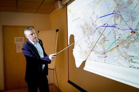 VIL HA SVAR: Ordfører i Fet John Harry Skoglund (Ap) mener Statens vegvesen har brukt for lang tid i forbindelse med å komme med et svar etter høringsrunden om ny brutrasè. FOTO: LISBETH LUND ANDRESEN