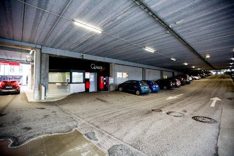 Parkeringshuset i Stillverksveien er fullt. Nå må kunder som vil fornye oblatet sitt, finne andre løsninger.