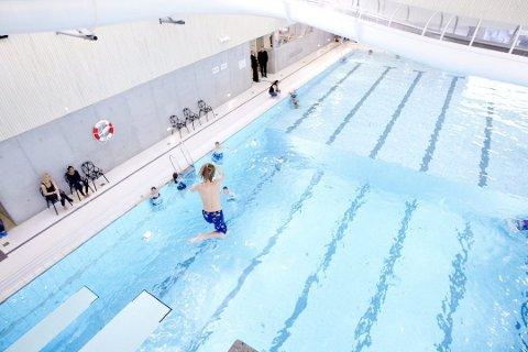 PROBLEMFYLT: Svømmerne har fått helseplager i Råholt Bad, som benytter Pooalsan i stedet for klor.