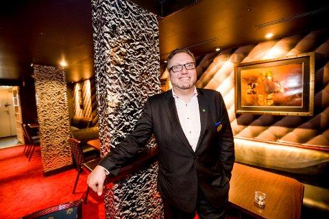 DISKOKONGE: Ett år etter at  Geir Harald Opdal Fjellheim inntok hotelldirektørstolen på Olavsgaard, gjenåpner han diskoteket i kjelleren.