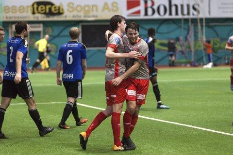 ÅRETS FØRSTE: Martin Trøen (t.h) og Johannes Grødtlien jubler sammen etter at førstnevnte satte inn 1–0 mot Florø. BEGGE FOTO: CHRISTIAN BLOM