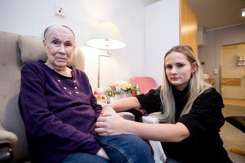 – UHELDIG Å FLYTTE: Libos skal legge ned en avdeling med 11 plasser. Eli Øistad mener at det blir forvirrende for hennes demente bestemor, Anna Sofie Øistad, å flytte.