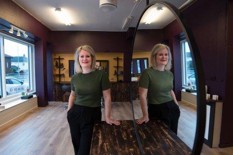 KJØRER SOLO: Karina Breimo er overhodet ikke bekymret for å starte opp sin egen frisør-, sminke- og barbersalong utenfor Lillestrøm sentrum.